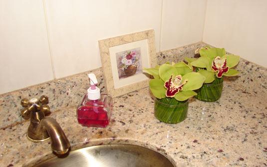 Flores e plantas dentro de casa as espécies indicadas -> Flores Artificiais Para Decoracao De Banheiro