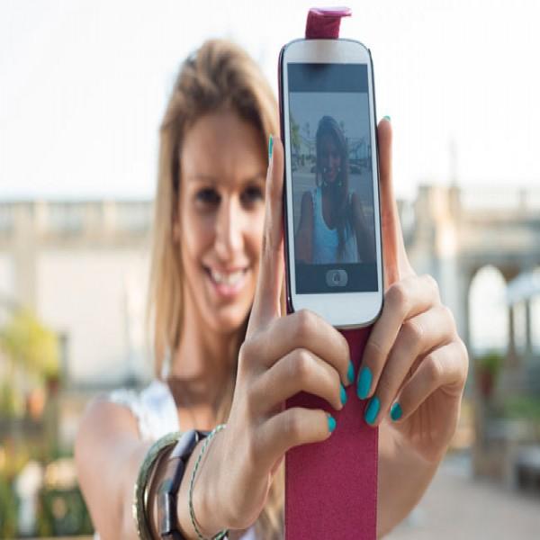 Dicas para fazer selfies usando a câmera do celular - Com a facilidade que a tecnologia dos celulares atuais traz na hora de tirar fotos, selfies são a grande febre do momento (Foto: Divulgação)