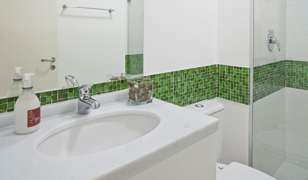 15 Banheiros decorados com pastilhas  MundodasTribos – Todas as tribos em um -> Banheiros Com Pastilhas De Pedra