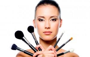 Como fazer sua maquiagem de casa ficar igual de grifes caríssimas