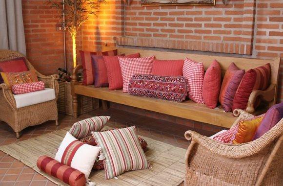 10 dicas para decorar com almofadas
