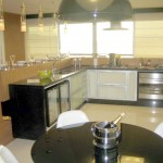 82345 eletrodomésticos em inox combinaam com os moveis 150x150 Casas com eletrodomésticos embutidos