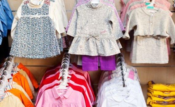 Roupas de bebe masculino: Geralmente quem tem um príncipe em casa gasta menos com roupa de menino. Que notícia boa, né? E o melhor é que isso não significa que as roupas de bebe menino são mais chatas ou sem graça - é só saber o que procurar e não ter medo de ousar!