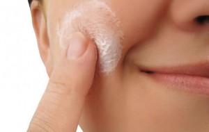 Dicas Para Disfarçar as Manchas e Espinhas com Maquiagem