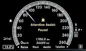 Mercedes E-Class com alarme paras despertar motoristas