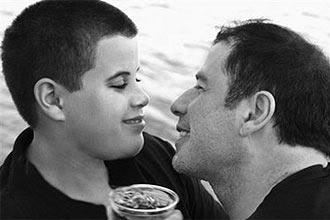Filho de John Travolta morreu por convulsão