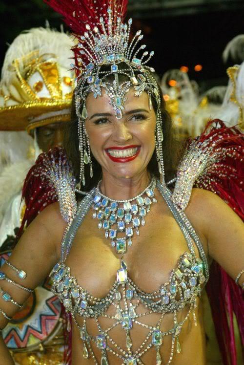 Luma de Oliveira desfilará no carnaval 2009