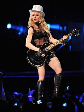 Madonna veste camiseta do Brasil em apresentação em SP