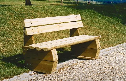 Banco de madeira para jardim rustico mundodastribos for Bancos de jardin rusticos