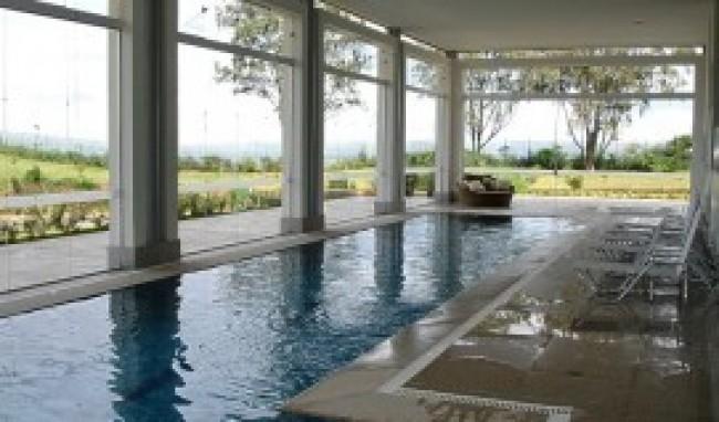 Casa com piscinas internas - Piscina interna casa ...